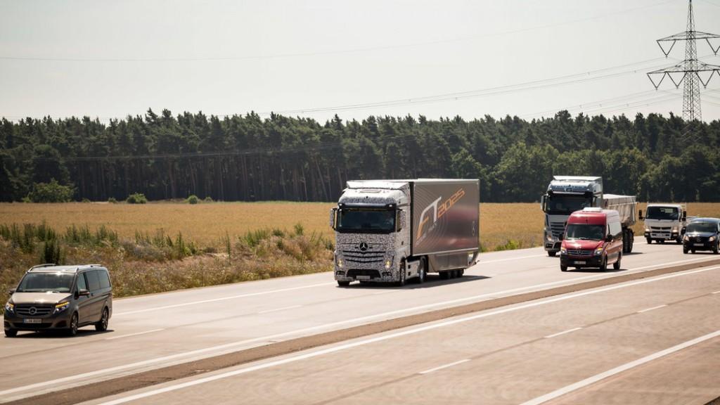 Daimler-Future-Trucks-Autonomous-Trucks-all-Set-for-2025-7