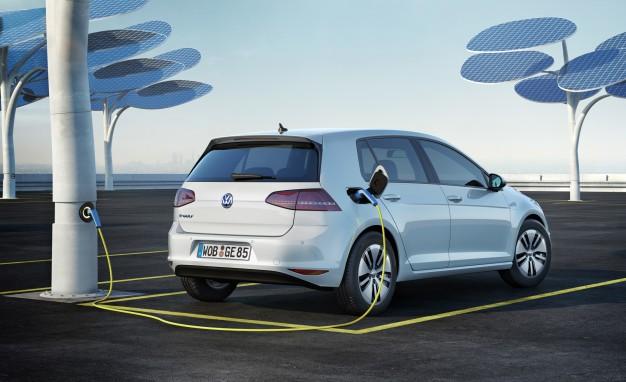 2015-Volkswagen-e-Golf-108-626x382