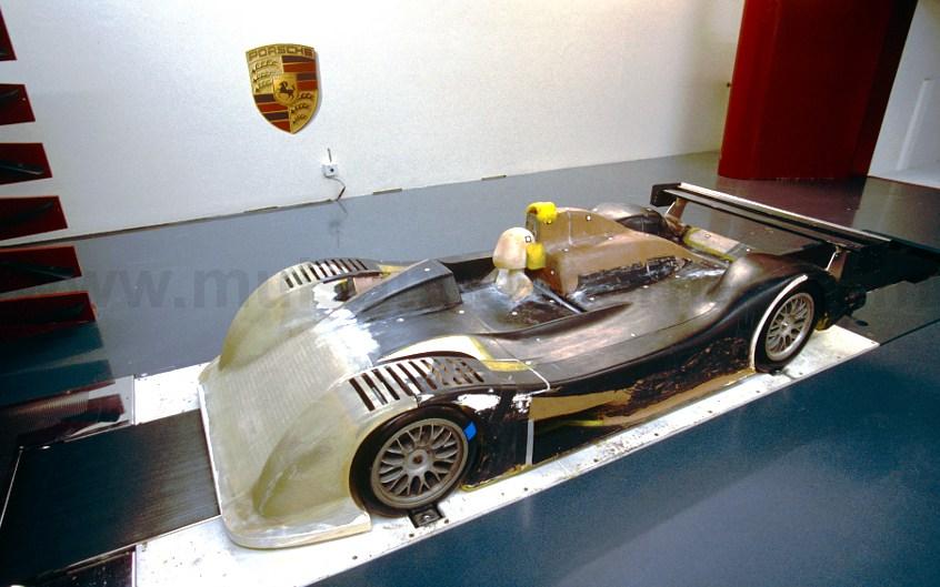 1999_Porsche_9r3_4