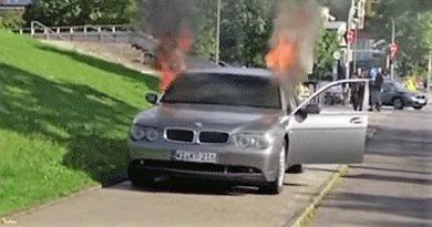 BMW: cliente insatisfeito coloca fogo no seu Série 7