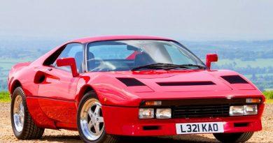 """Travesti: essa """"Ferrari"""" é na verdade um Toyota…"""