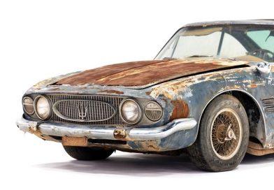 Maserati que foi abandonada no deserto vendida por mais de US$ 500 mil
