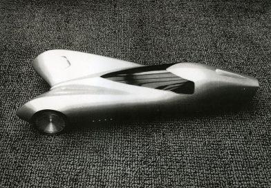 Peter Maier e seu GM de três rodas